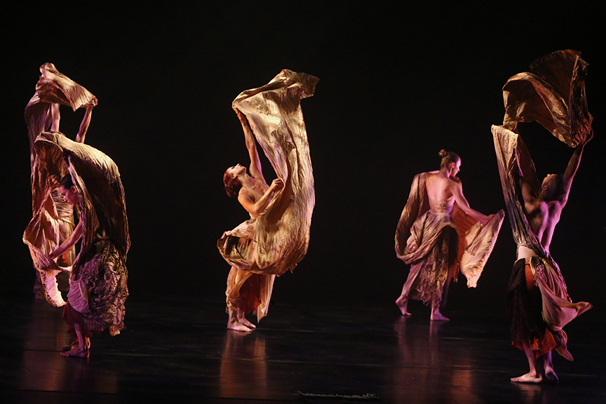 Kun-Yang Lin/Dancers - Photo by Bill Hebert